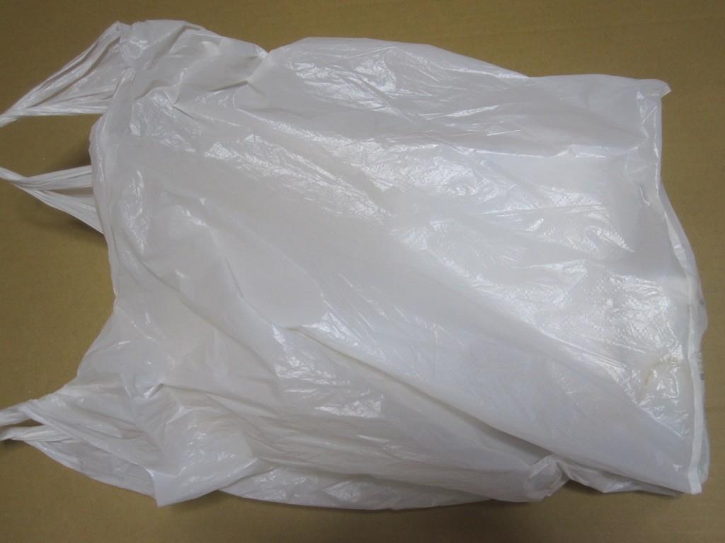 親知らず抜歯の治療で受け取った全ての薬や説明書・明細が入った袋